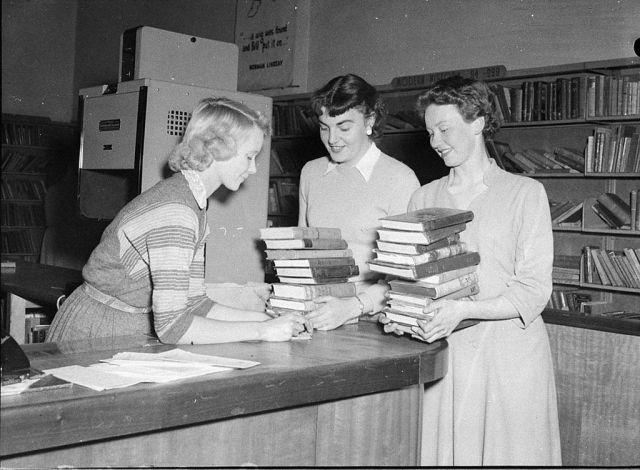 21. Préstamo de libros en la Biblioteca Cívica de Newcastle