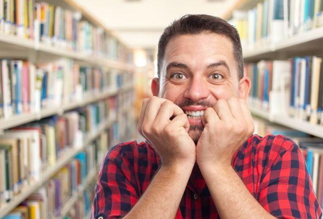 Bibliotecario feliz