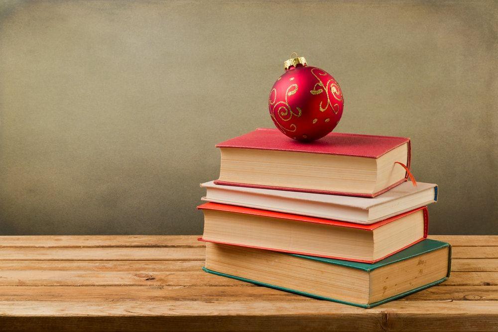 10 ideas para decorar tu casa con libros estas navidades - Libros para decorar ...