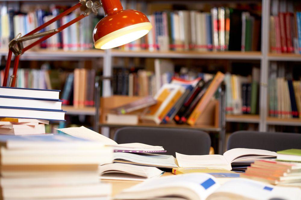 El despliegue material y de medios de los estudiantes en la biblioteca