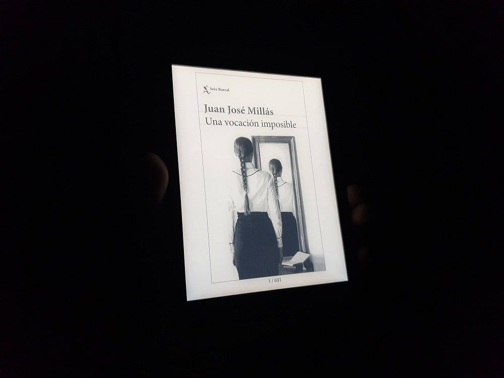 Lectura nocturna libro electrónico PocketBook InkPad 3 Pro