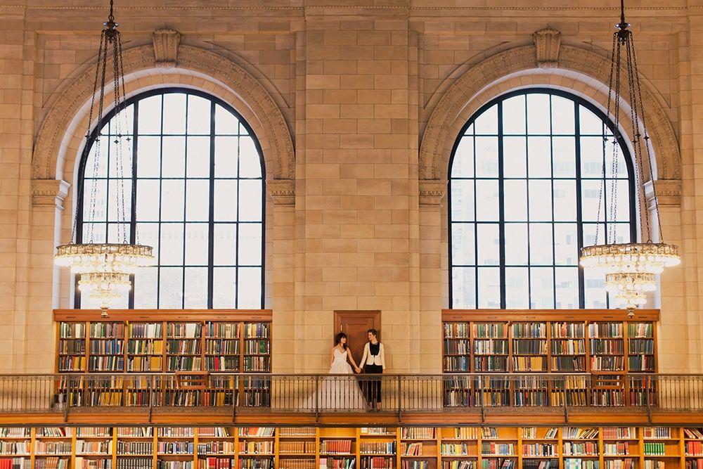 Preciosa imagen de una boda en la Biblioteca Pública de Nueva York