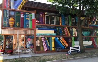 The Heights Dream Library mural libros imaginarios