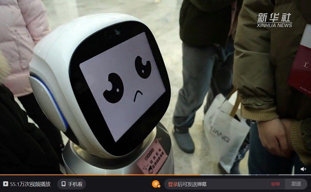 Video entrevista robots en biblioteca china