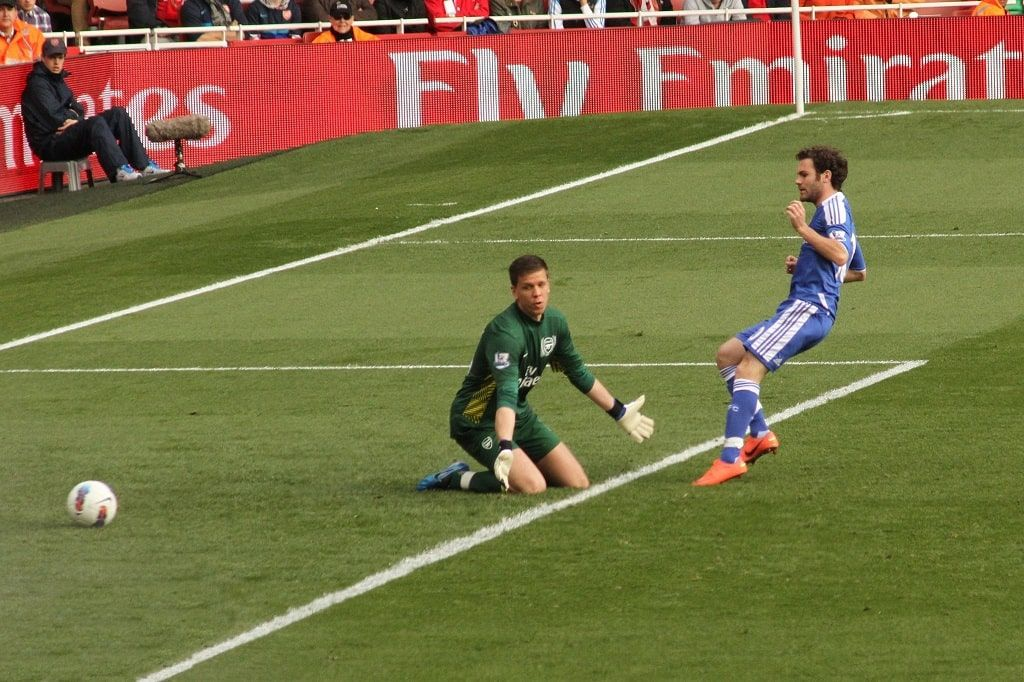 """""""Wojciech Szczesny & Juan Mata"""" (CC BY 2.0) by Ronnie Macdonald"""