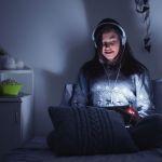Las mujeres leen más en digital que los hombres