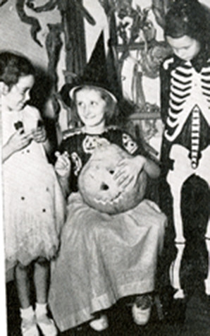 Helen and Friends Dressed for Halloween, Torch 1940