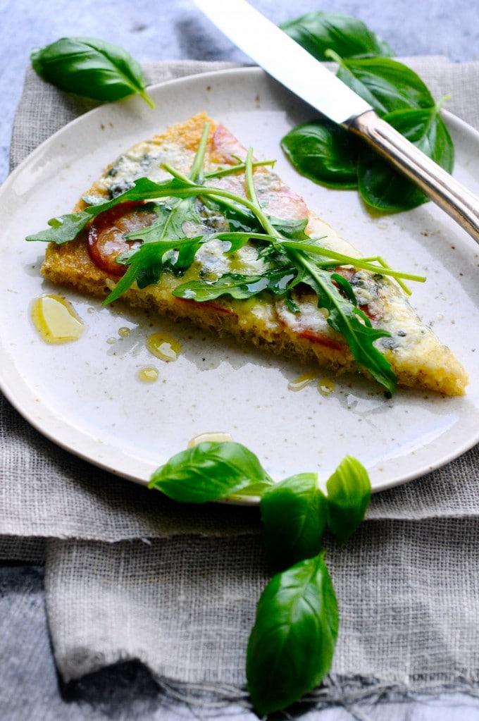 Glutenfri pizza med quinoa og chilipølse | www.juliekarla.dk