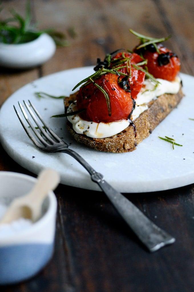 Bruschetta med tomat og rørt feta