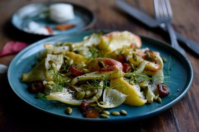 lun-salat-med-aebler-og-fennikel-af-julie-karla