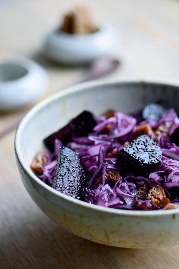 Salat med rødkål og bagte rødbeder