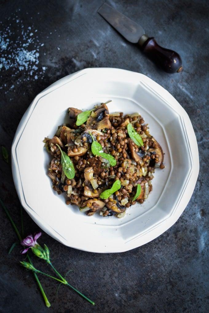 Linsesalat med portobello svampe og parmesan