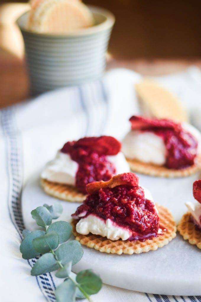 Hurtig dessert med frosne bær