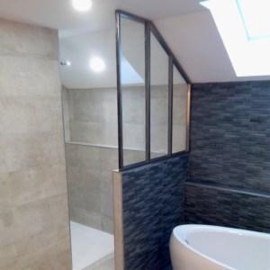Mise en image d'une verrière dans une salle de bain réalisée par Julien Tourteaux