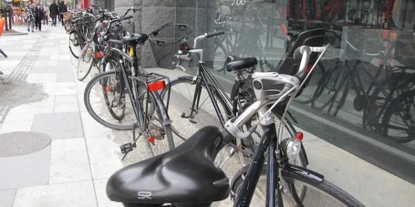 cedez-le-passage-cycliste