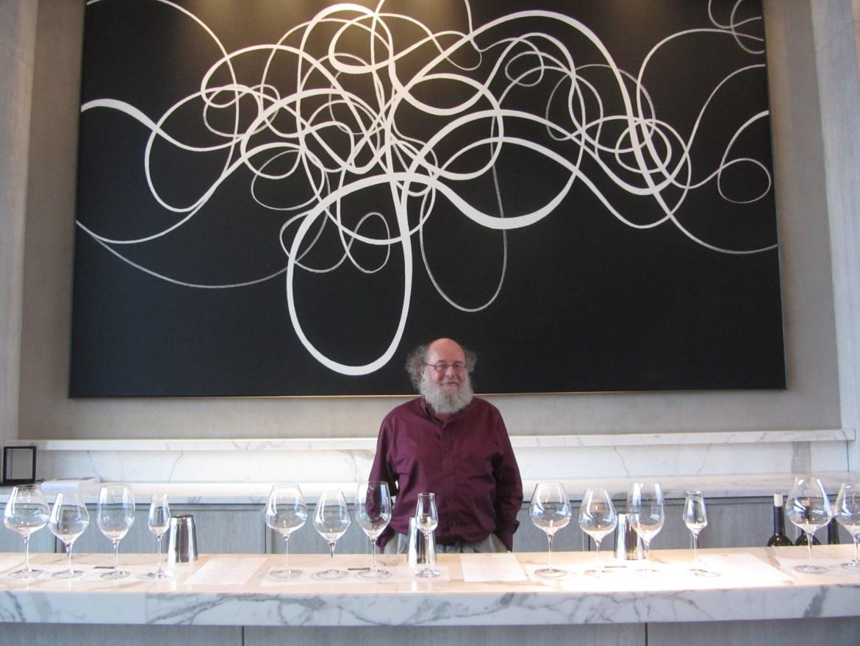 Jean-Laurent Groulx dans la salle de dégustation chez Stratus