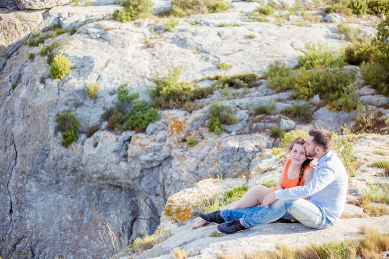 Séance photo couple mer falaise Narbonne Julie Rivière photographie Toulouse Anais Mathieu