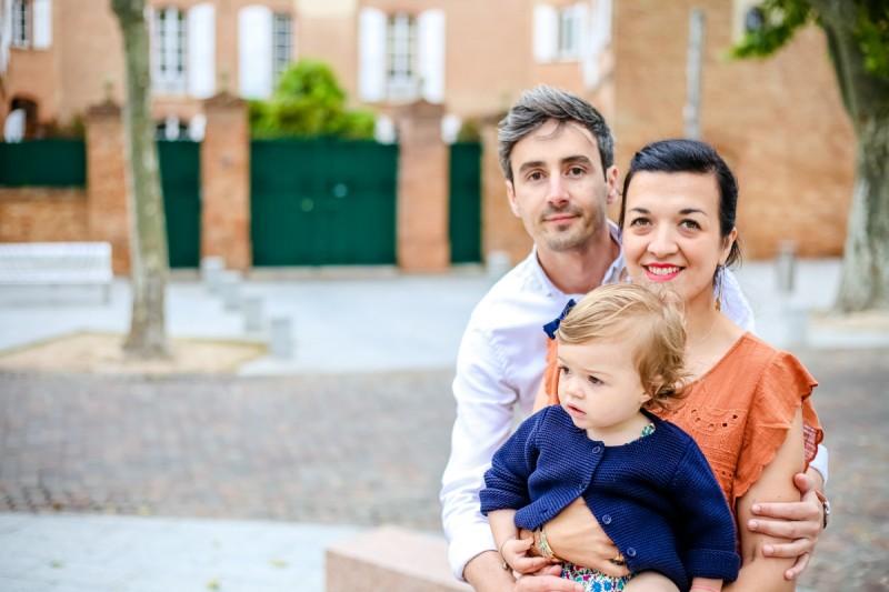 Séance photo famille colorées à Labège Julie Rivière photographie Toulouse et environs Paula Florie Arnaud