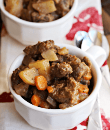 Crock Pot Beef Stew ~ Throw it in the Crock Pot and come home to a home cooked meal! via www.julieseatsandtreats.com