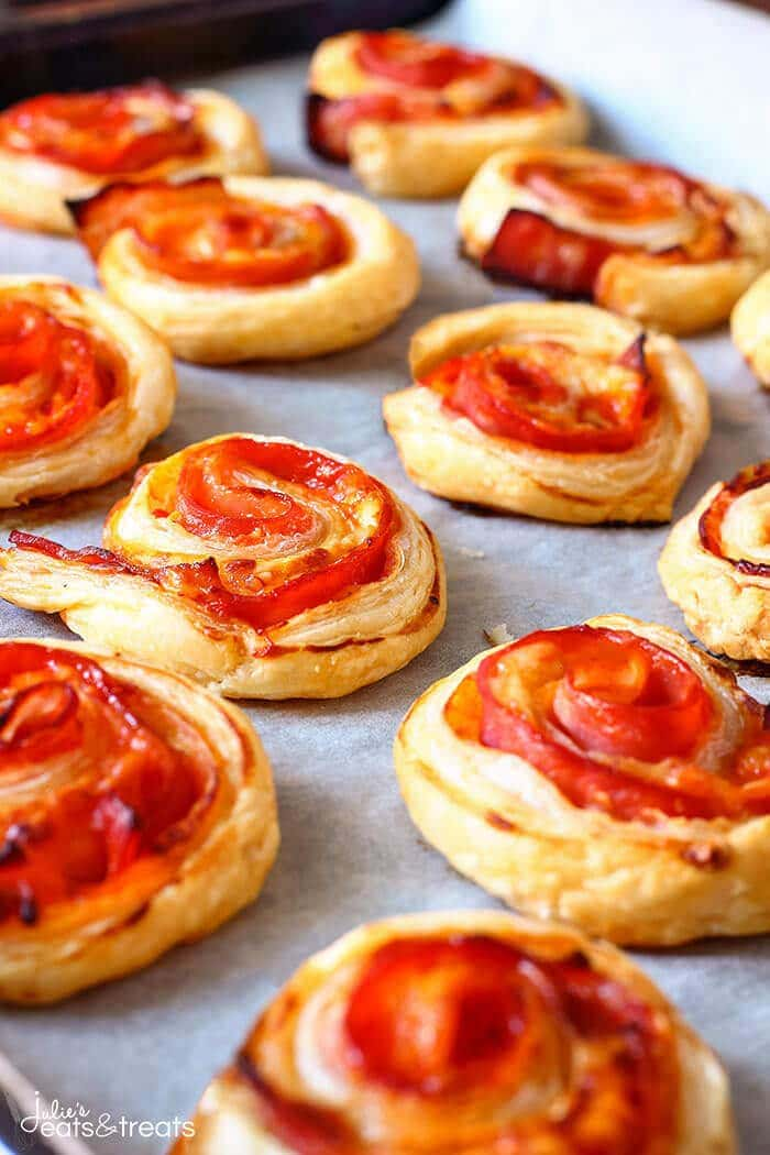 Puff Pastry Bacon Pinwheels with Cheddar ~ Easy and fast puff pastry appetizer with bacon and cheese! Perfect for parties and family gatherings!