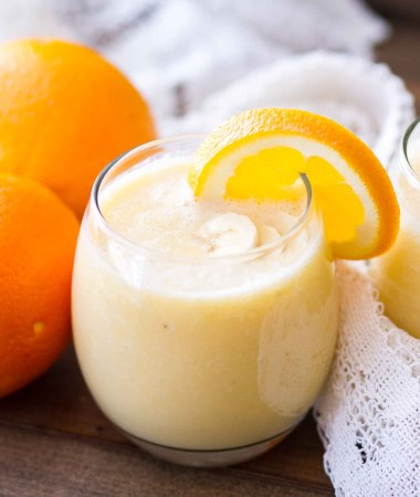 This Fresh Orange Smoothie Recipe is only 4-ingredients, making it a perfect choice for a quick-and-easy breakfast! Plus, it's a healthy breakfast recipe packed with vitamin-C so not only does it taste great, it will also help you to keep feeling great!