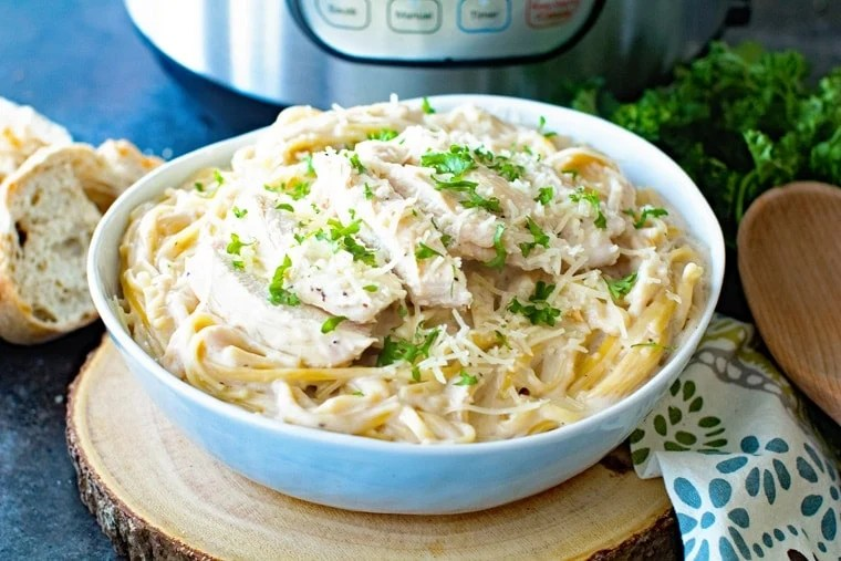 Bowl of Instant Pot Chicken Alfredo