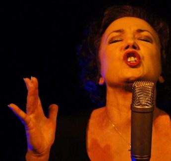 sing-singing-singer-microphone-64274.jpeg