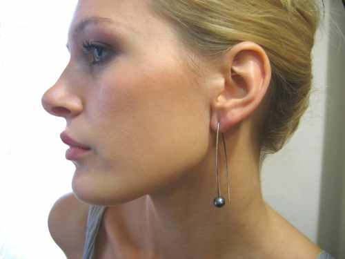 Lisa Black Pearl Earring