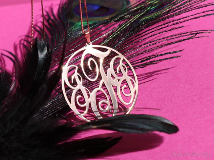 blog beauté bijoux O'Neclace collier pendentif or rose monogramme circulaire