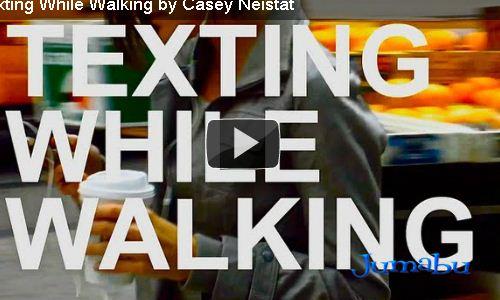 mensajeando-mientras-caminamos