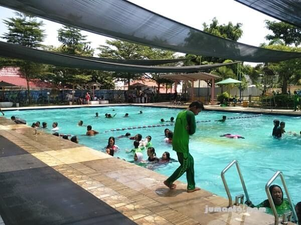 foto kolam renang big mermaid tirtayasa waterpark