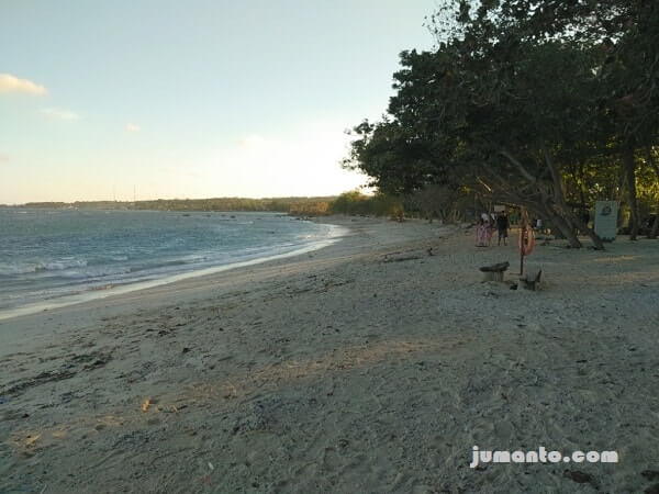 foto pasir putih di pantai embe m beach kalianda lampung