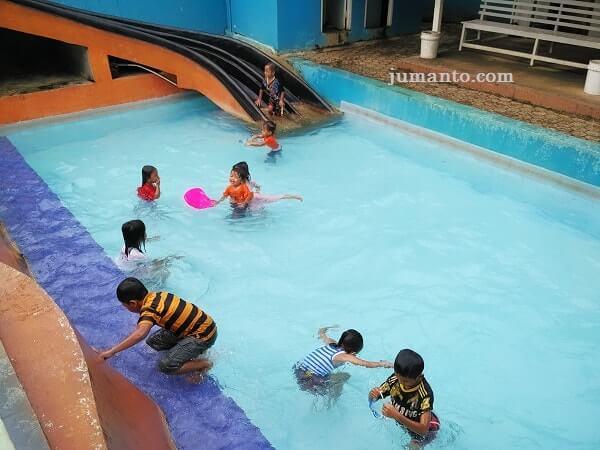 foto kolam renang wiyono pesawaran lampung