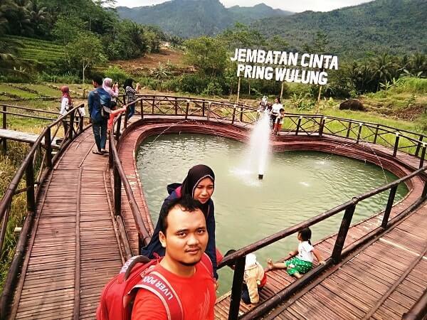 foto selfie di jembatan cinta pringwulung