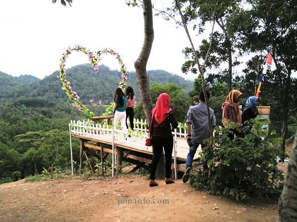 jembatan love bukit pangonan pringsewu