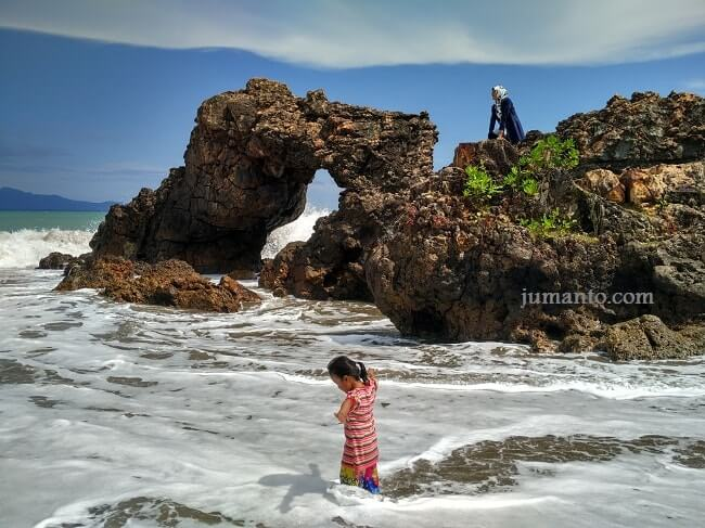 wisata pantai karang bolong tanggamus lampung