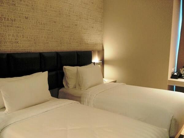 gambar kamar hotel luminor jambi