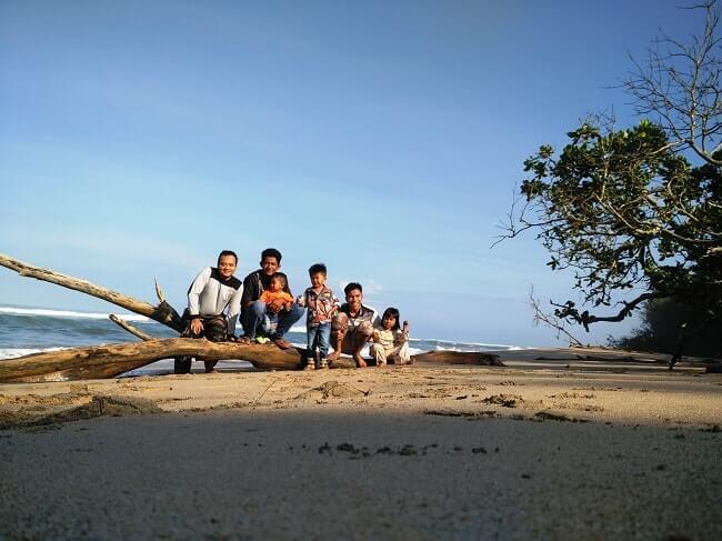 foto pantai bengkutan pesisir barat lampung