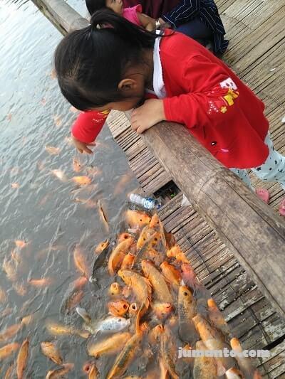 aktivitas di floating market bandung