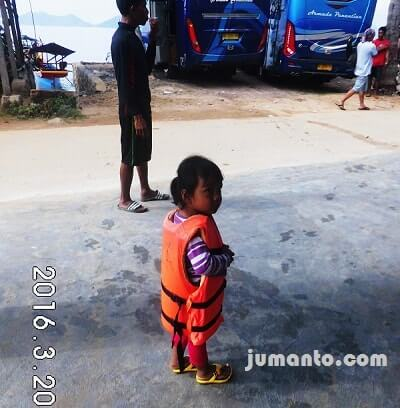 Alya siap menuju Pulau Pahawang