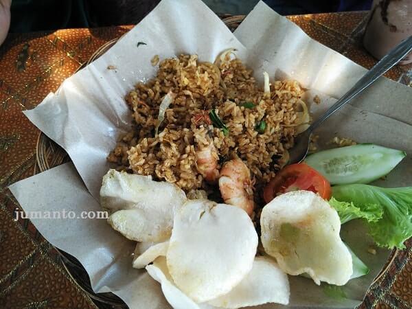 nasi goreng seafood di sabin coffee and resto metro lampung