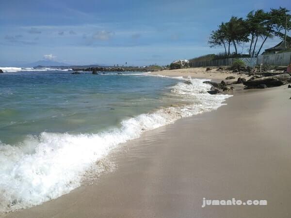 pasir putih lembut di pantai ketang kalianda