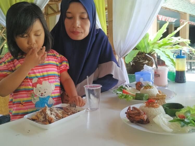 review kuliner makan di griya liwet pahoman
