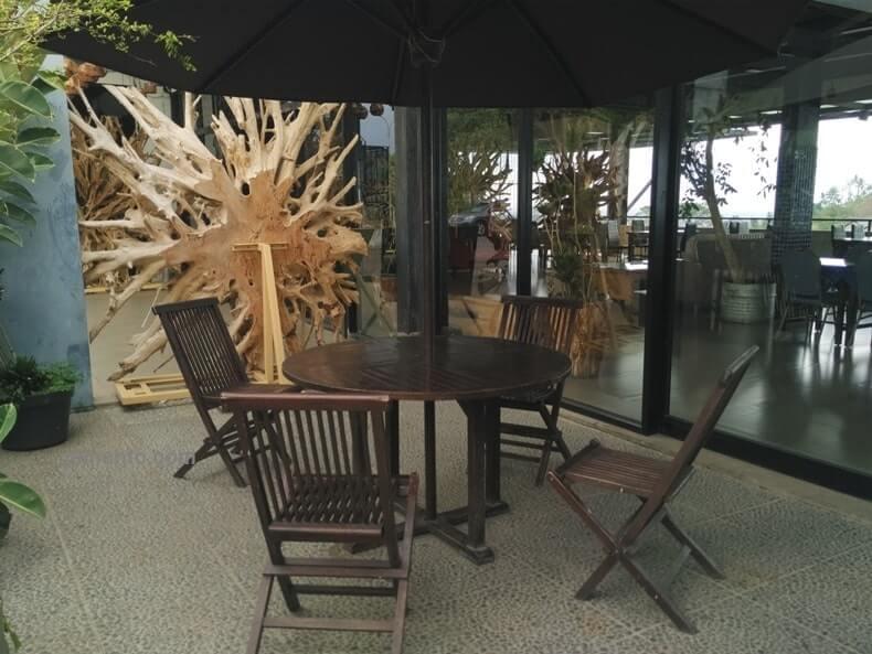tempat makan outdoor summit bistro lampung