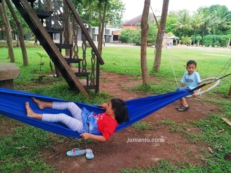 Rumah Kayu Lampung Kini Asyik Buat Tempat Bermain Anak dan Nongkrong