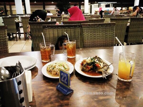 makan di jumbo seafood lampung