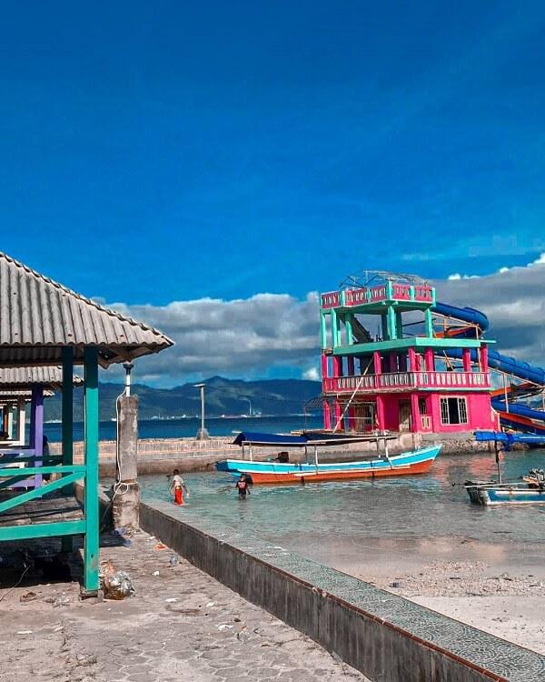 fasilitas waterboom di pantai mutun