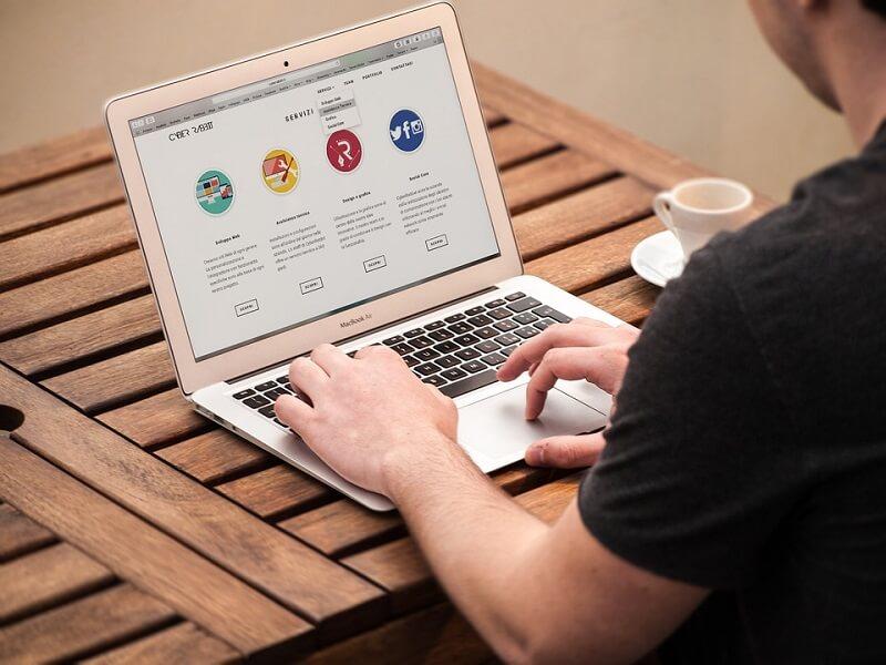 manfaat website portofolio