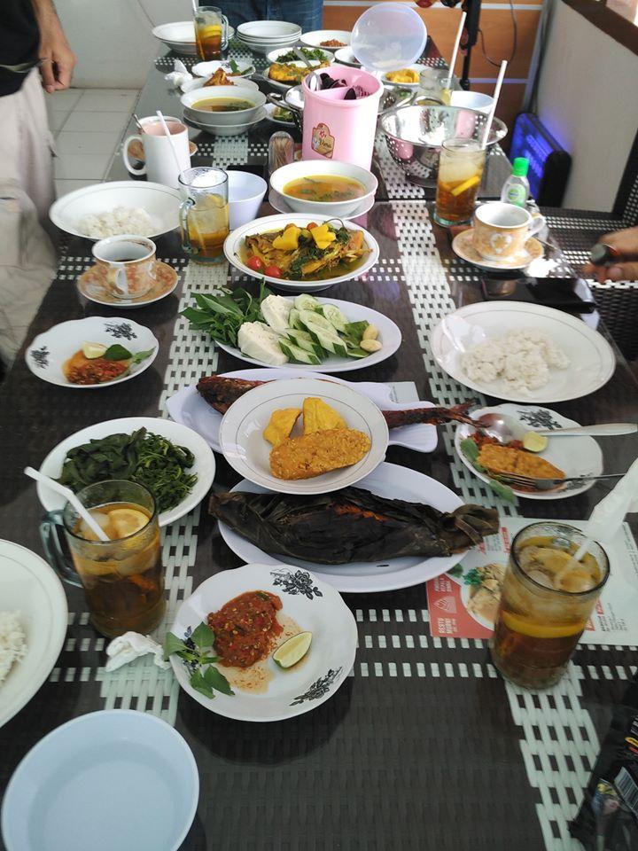 sajian makanan pindang enak di warung restu murni pahoman
