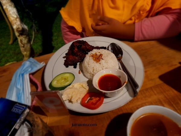 menu ayam bakar maknoni village cafe bandar lampung